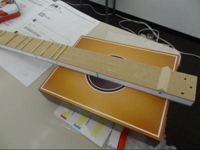 ▲理科実験で製作したギター